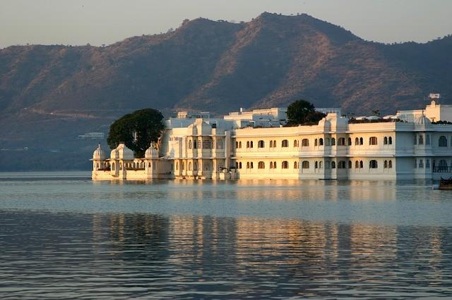 טיול להודו, ארמון על אגם אודאיפור