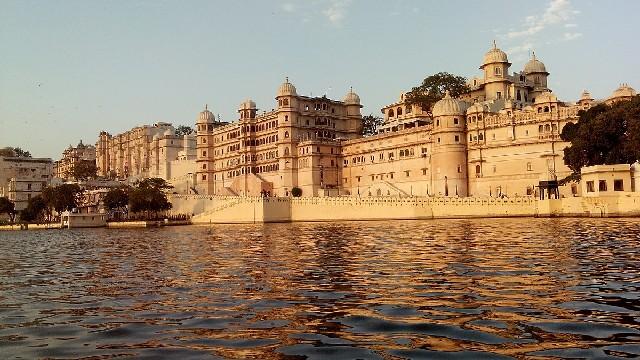 טיול להודו, רג'סטאן, ארמון אודאיפור על המים
