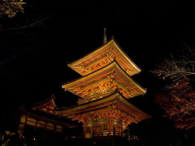 טיול ליפן למטייל העצמאי, קיוטו בלילה
