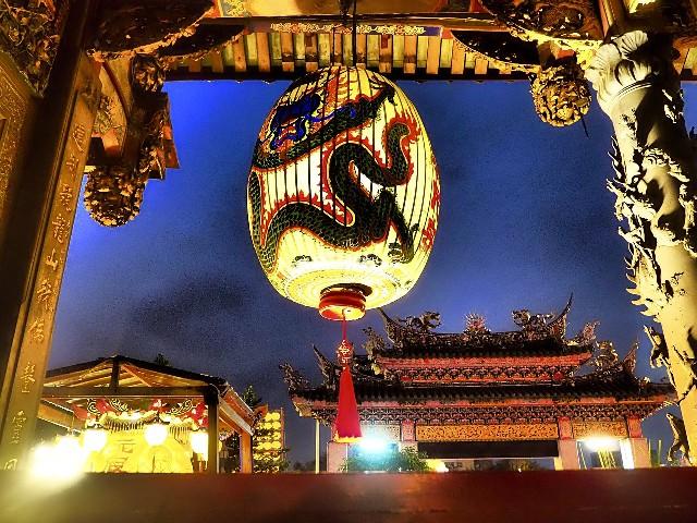 טיול לקוריאה וטאיוון, פנסים סיניים במקדש