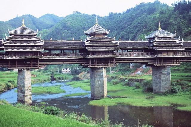 טיול לסין, גשמי הגשם והרוח