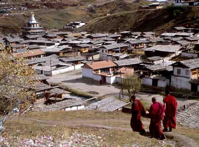 טיול לסין, נזירים טיבטים בלאנגמוסה