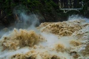 טיול לסין, ערוץ דילוג הנמר