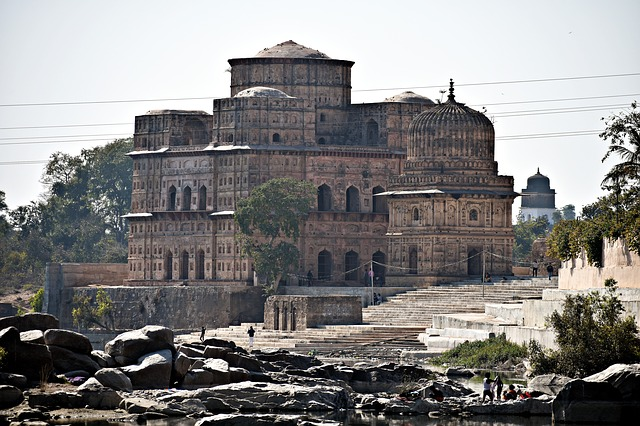 אורצ'ה, טיול להודו