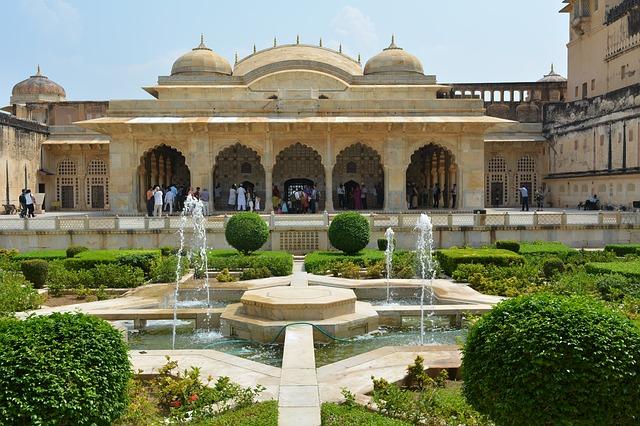 ארמון מבצר אמר, טיול להודו