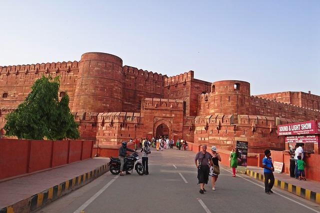 מבצר אגרה, טיול להודו