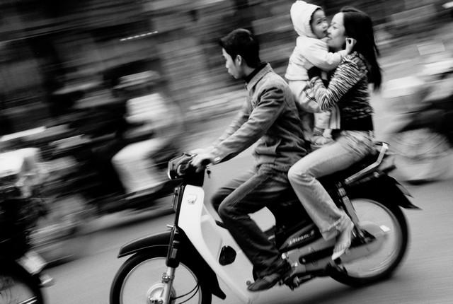 טיול לוייטנאם, משפחה על קטנוע בהאנוי